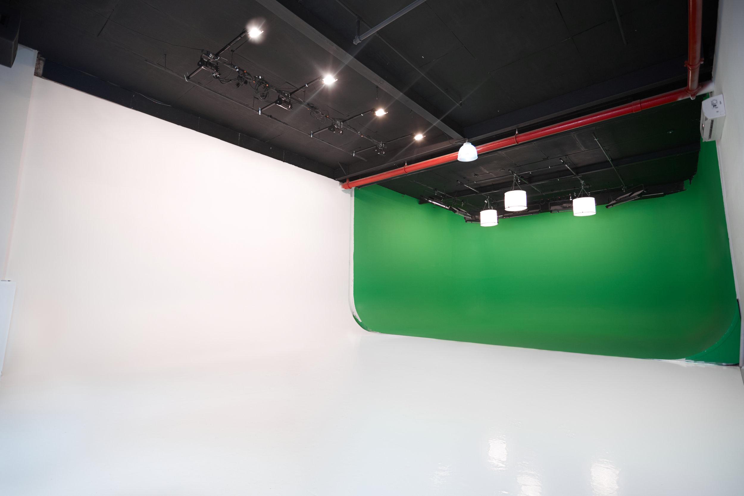 BMJ_Studios_Cyc_stage_2.jpg