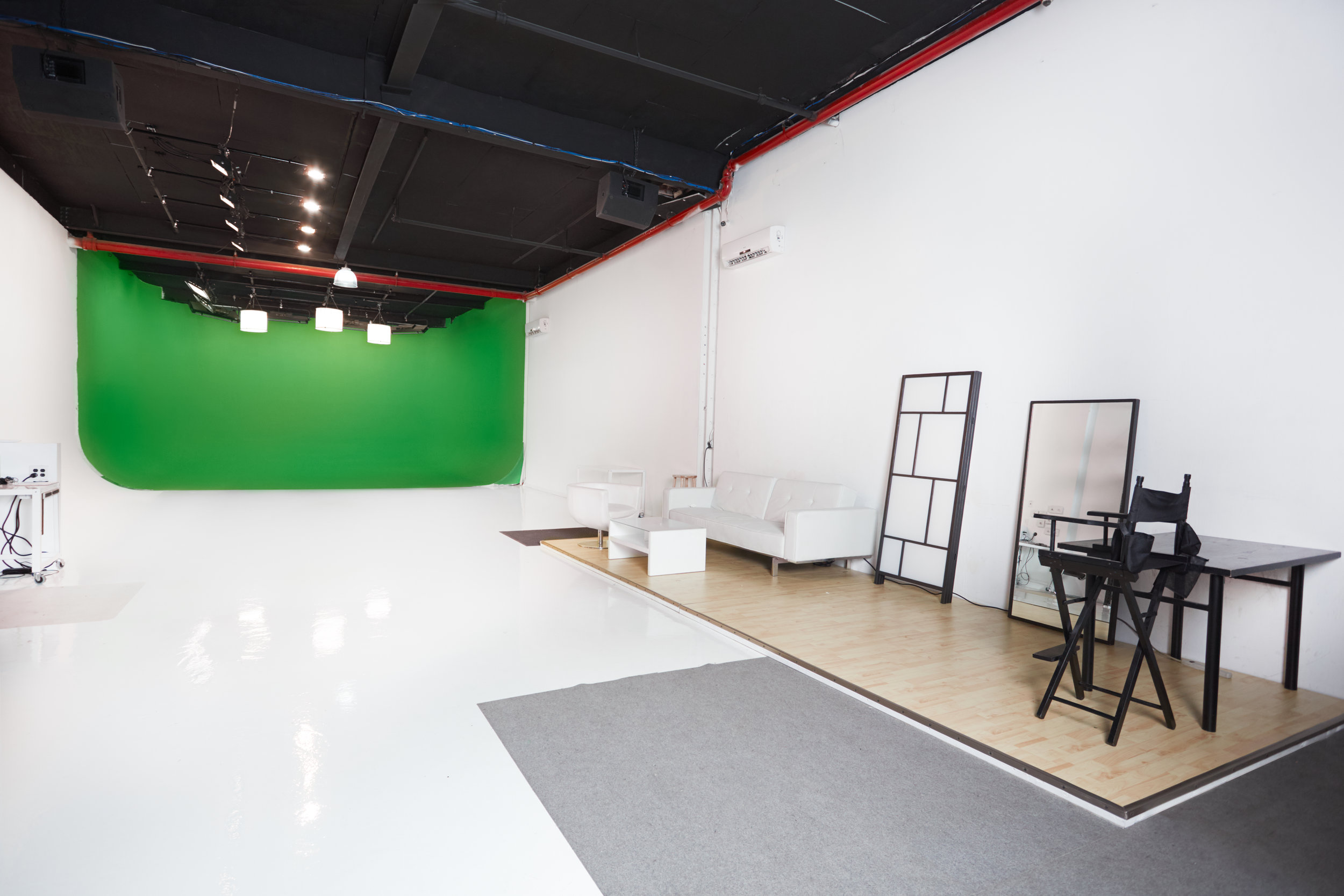 BMJ_studios_cyc_stage_nyc.jpg