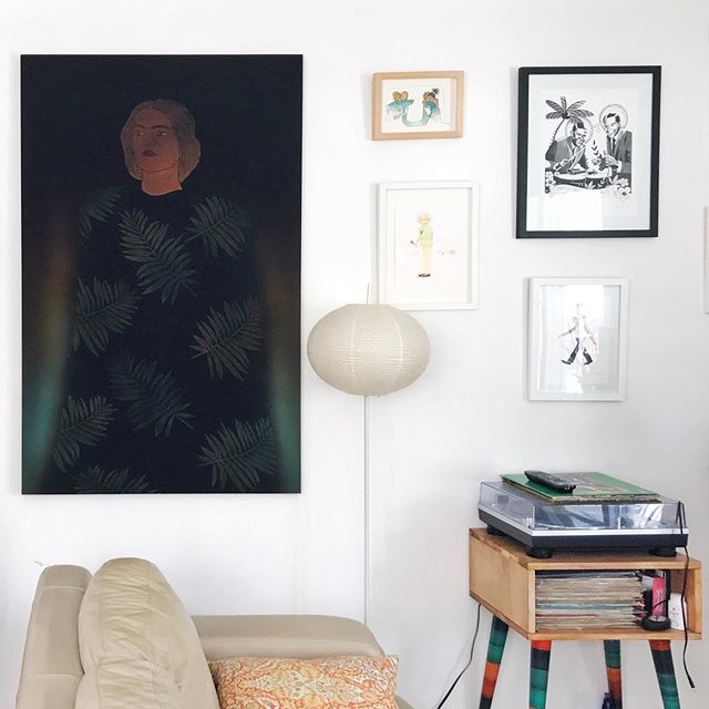 """""""Rocío"""" de @uzielesteban en su nueva casita. Ya puedes encontrar las piezas de la exhibición """"Campo"""" en nuestra página. 🌿 Enlace en bio o DM. 💚 Dale cariñito a tus paredes.  #interiordesign #art #collectors #artcollector"""