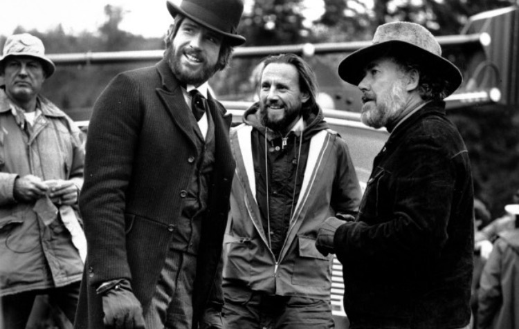 Beatty with Altman (right) on the set of  McCabe & Mrs. Miller