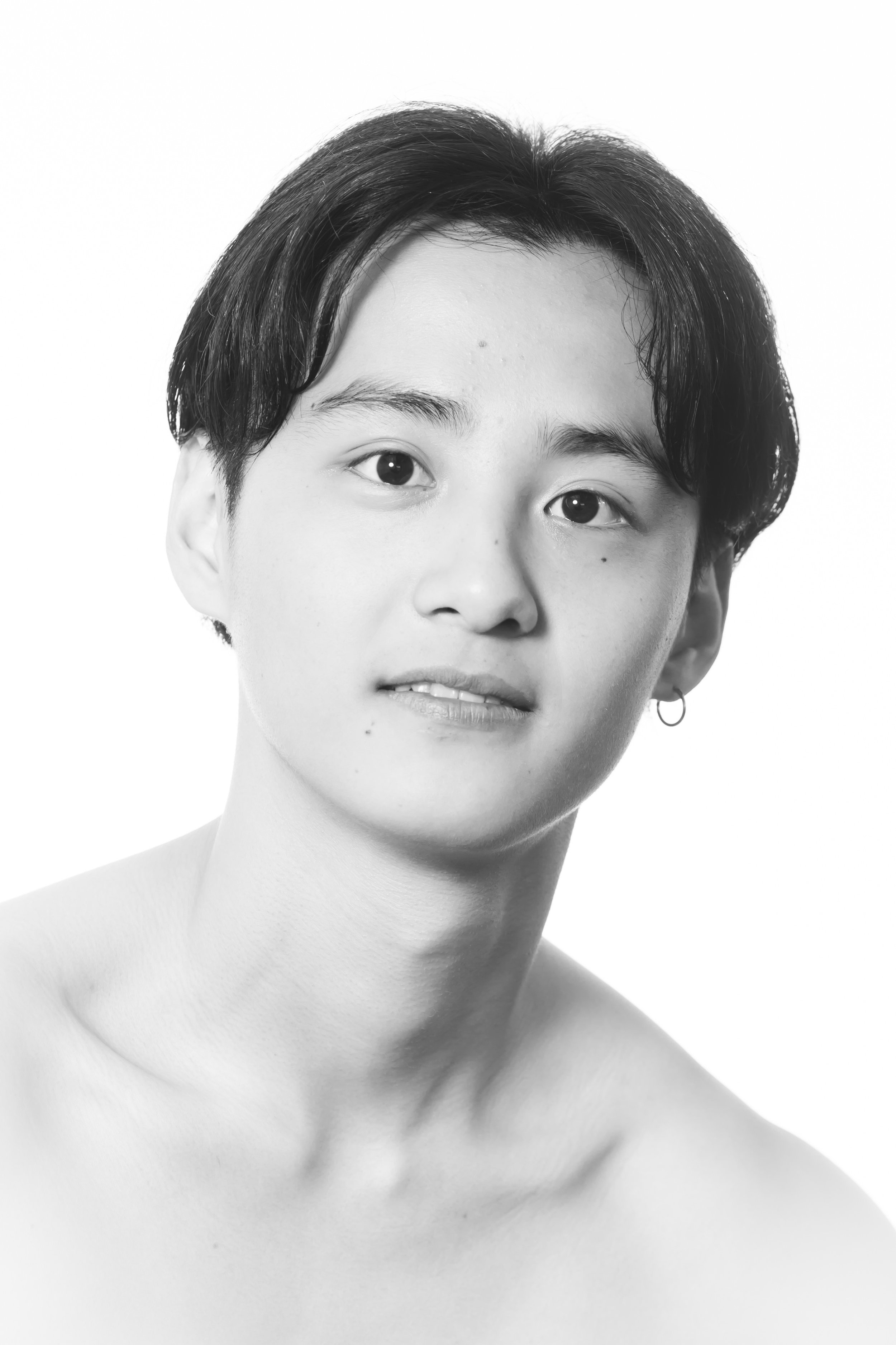 Soji Shinse Junior Artist   Soji grew up in the city of Ikoma, Japan where he trained in dance from a young age. In 2009 Soji competed in the 3rd Ballet competition in Kyoto where he placed 2nd.  In 2013, Soji traveled to the Ukraine to join the Kiev National Ballet School under Serguey Lakhtionov. During his training years, Soji was fortunate to be chosen to appear in the Kiev National Theatre's Japan tours of Sleeping Beauty in 2014 & 2015.  In 2015 Soji competed in the Grand Prix Kiev International Competition where he was awarded the Vadim Pisarev Award.  Following completion of his formal classical training, Soji joined the National Opera Romania Iasi for their 2016-2017 season. Soji then relocated to Melbourne to join Melbourne City Ballet in 2018.