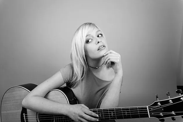 Savannah Keyes | Nashville singer-songwriter