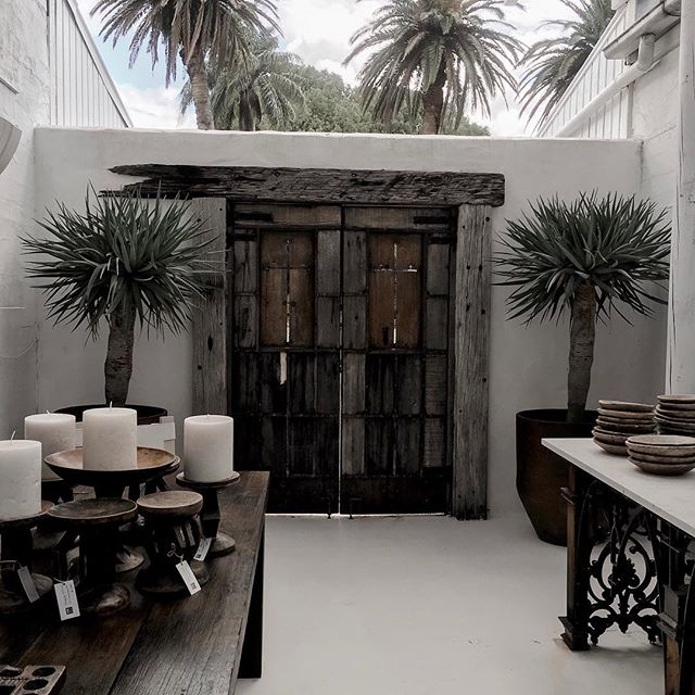 This has to be the most photographed door in Byron? ⠀ ⠀ #housegoals #courtyard #islandlife #byronbay