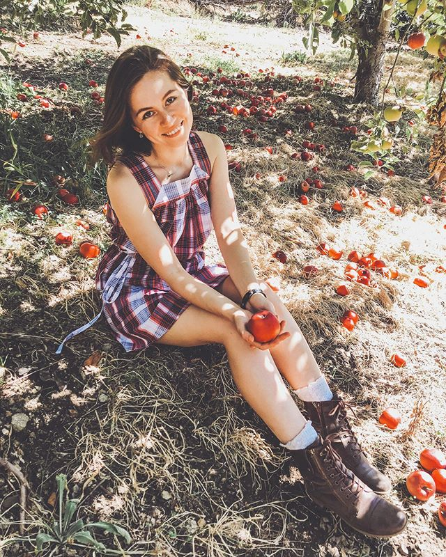 In my natural habitat ... 🍎 • • • #applepicking #fbf #appleorchard #apples #farm #countryside #roadtrip #travelphotography #explorecalifornia