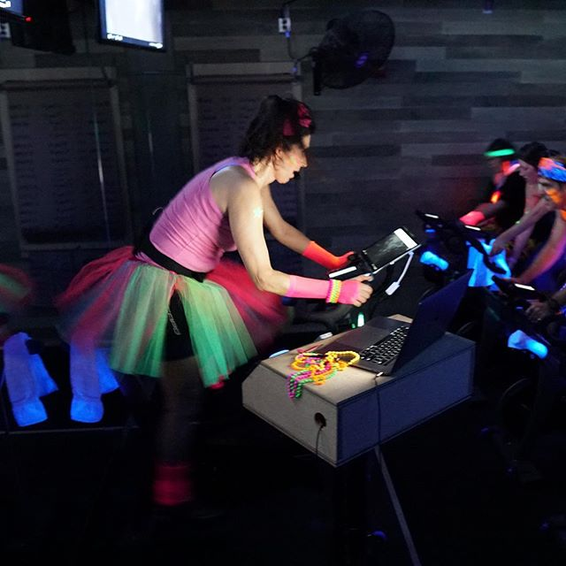 The queen of themes @stacyvinge led a full house for an 80s inspired ride recently. It was full of throwback jams and ALL of the neon! 🔥🥳🔥