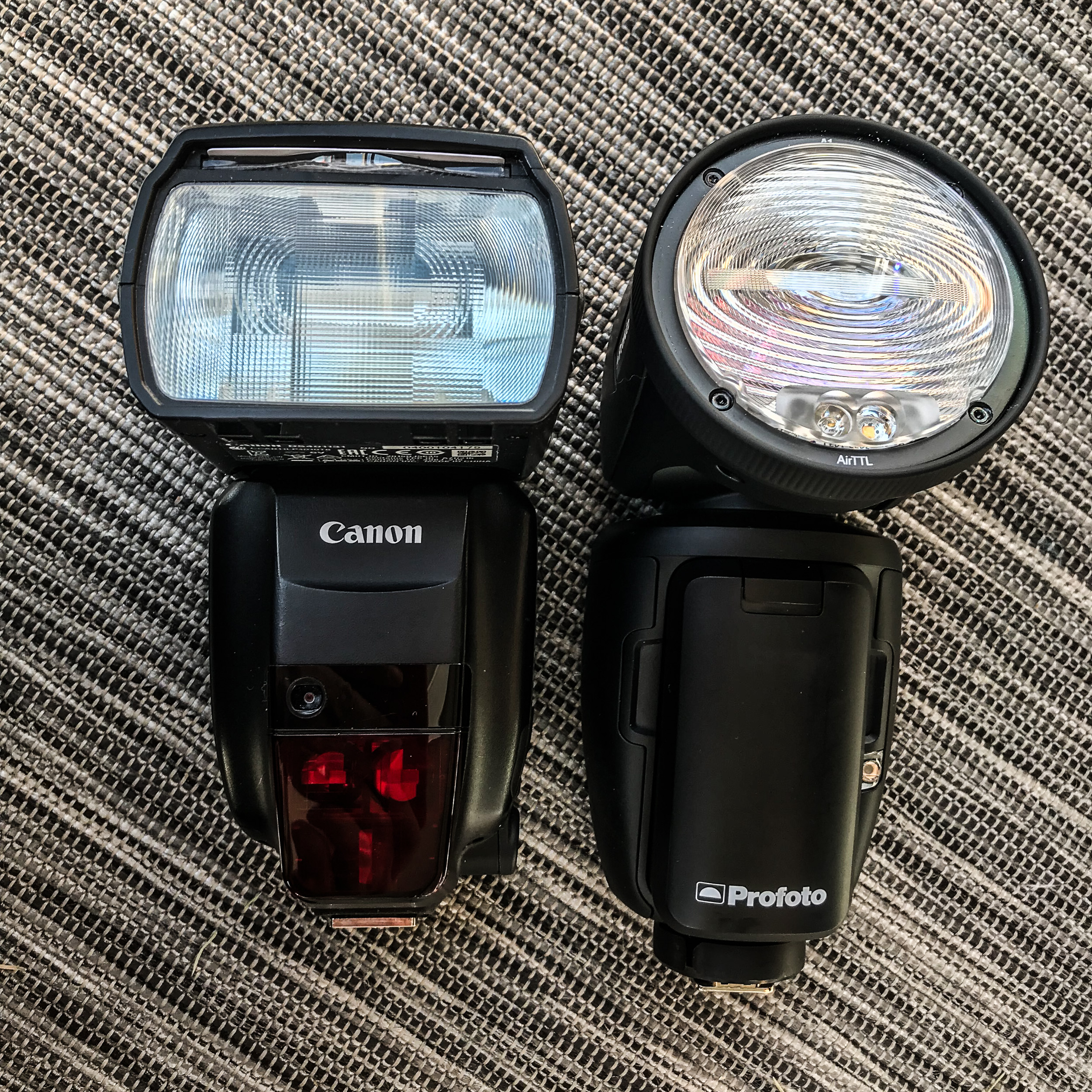 On the left my Canon 600 EXII-RT TTL and on the right the Profoto A1 AirTTL-C from Rajala Pro Shop