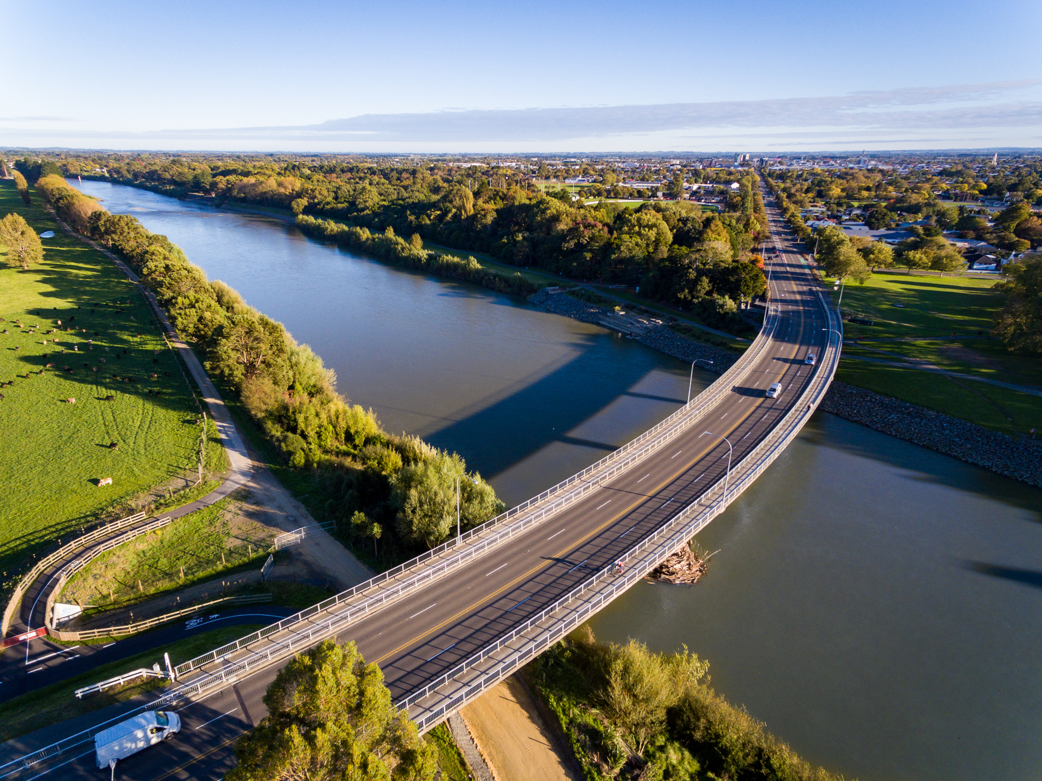 Fitzherbert-Bridge-over-Manawatu-River-credit-www.ManawatuNZ.co_.nz_.jpg