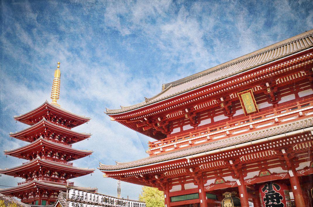 �ASAKUSA: CLOUD TRAILS OVER SENSŌ-JI TEMPLE�