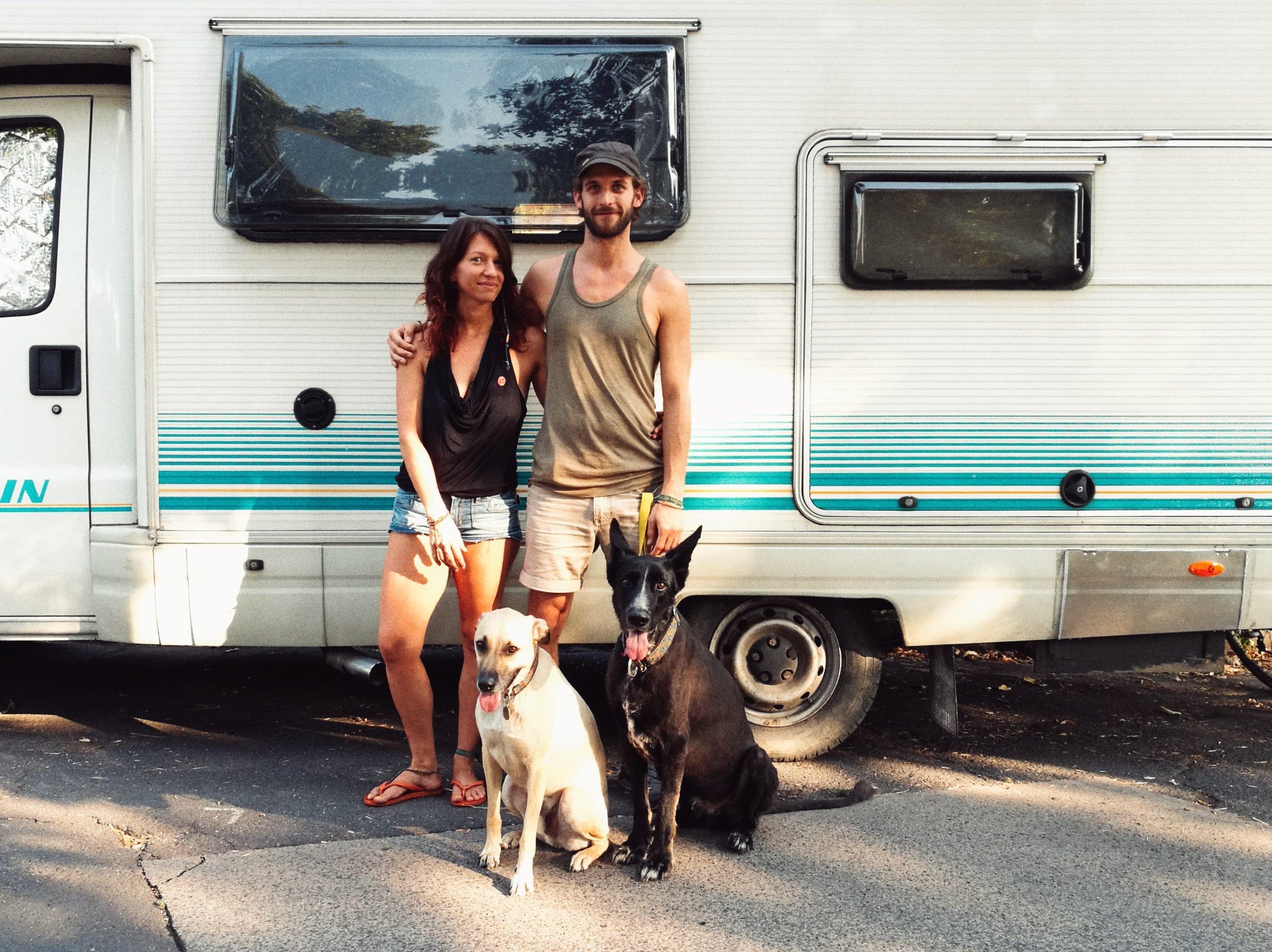 Eszter, Tomi és a kutyusok. #vanlife