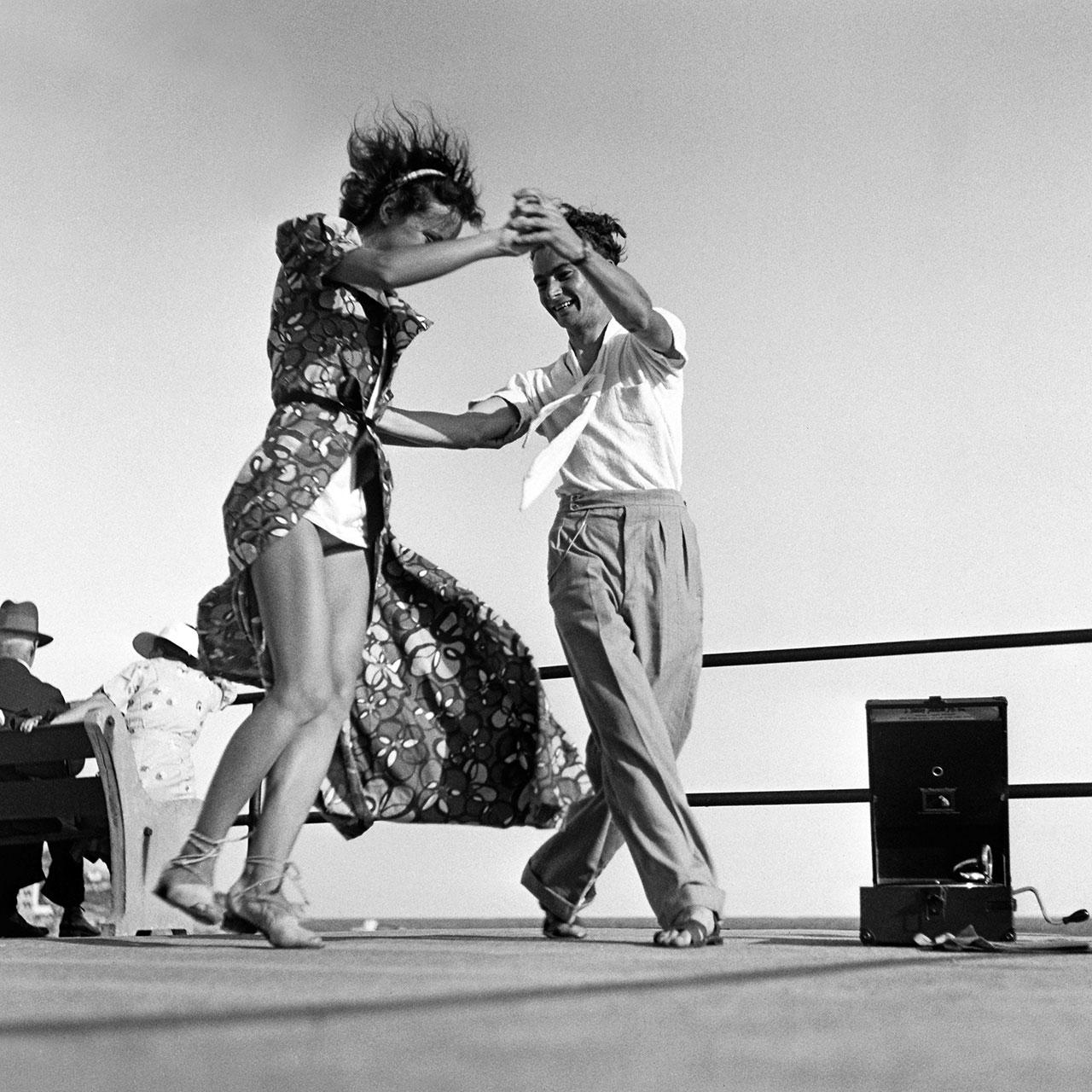 1940-01-20-n717-dance.jpg