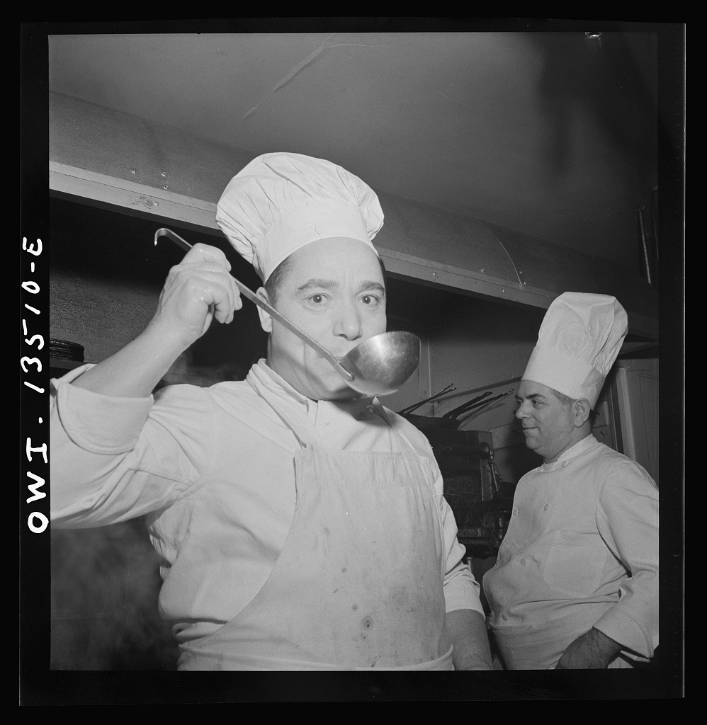 new-york-new-york-chef-at-the-sixty-eight-restaurant-on-fifth-avenue-at-thirteenth-1024.jpg