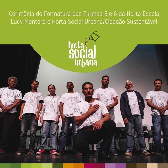 A formatura das turmas 5 e 6 da Horta Escola Lucy Montoro e Horta Social Urbana/Cidadão Sustentável foi um sucesso 🍆🥒🥦🌽🌶🥕🍅 A cerimônia aconteceu nessa quarta-feira (8/5), no @ccbbsp, e marcou o aprendizado e esforço de todos os formandos. O projeto, que promove a reintegração social a cidadãos em situação de rua, é uma realização da ONG @arcah e conta com os parceiros @fundacaobb @itau @glevents_official_account @instituto_gpa @enelbrasil @ts_projetos @aktuellmix @smads_sp e com o apoio da @da_natu  Foto: Lucas Prada @prdlcs