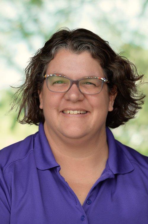 <p><strong>Candi Scheuermann</strong><br>Garden Center Manager</p>