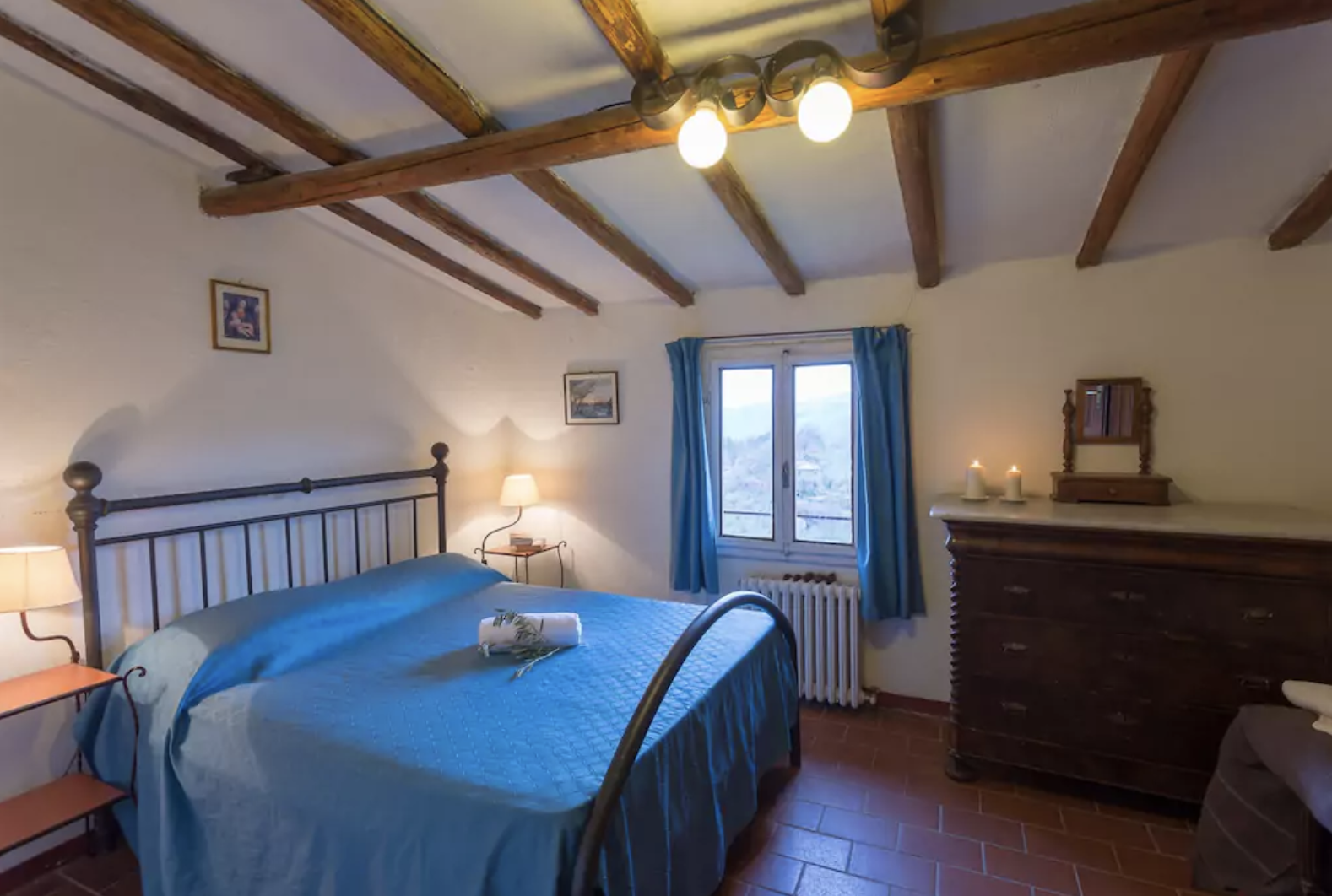 Castello 9 Master Bedroom (2 bedroom apartment sleeps up to 6 guests)