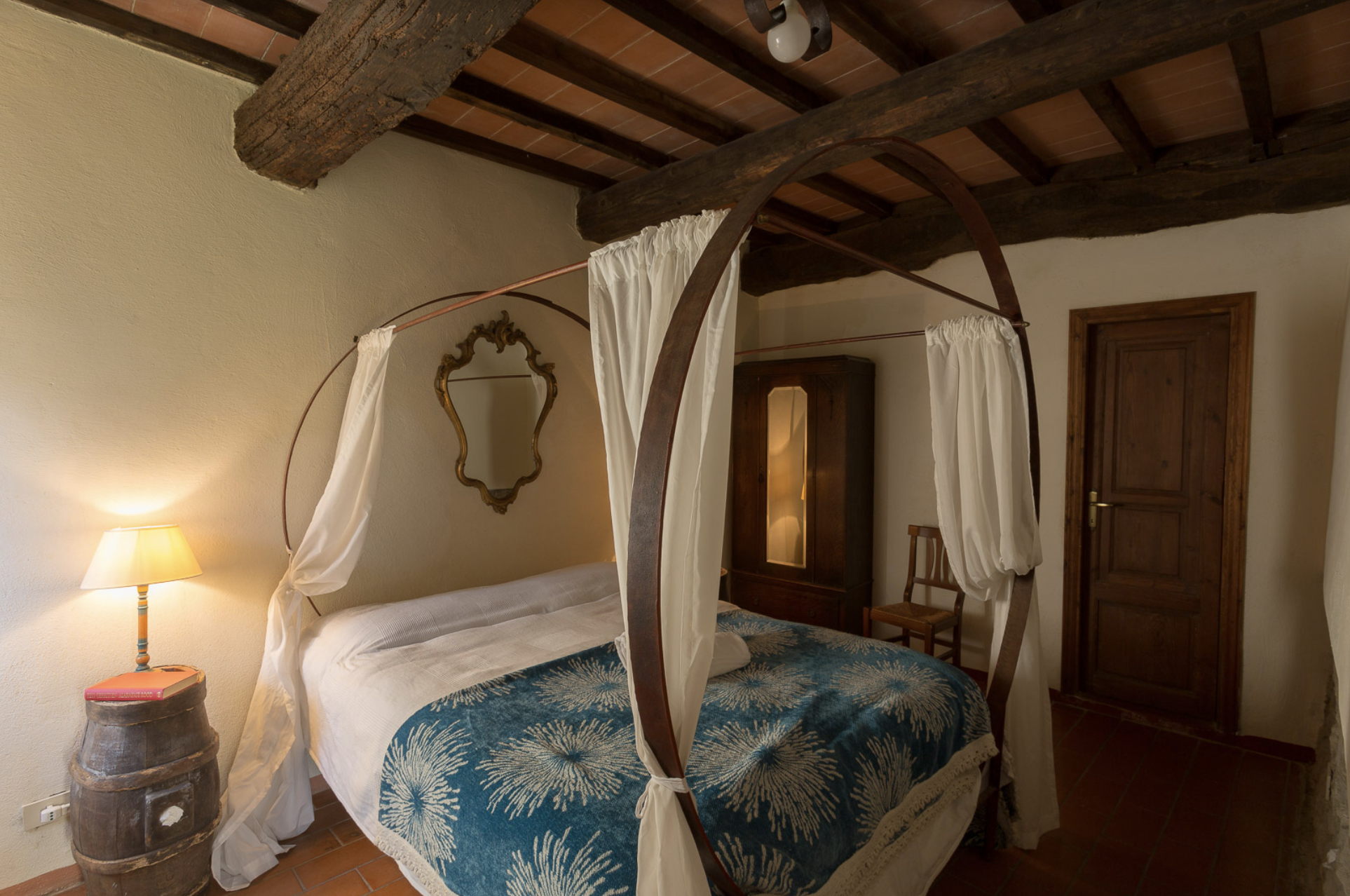 Borghetto 6 (1 bedroom apartment on the ground floor sleeps up to 2 guests)