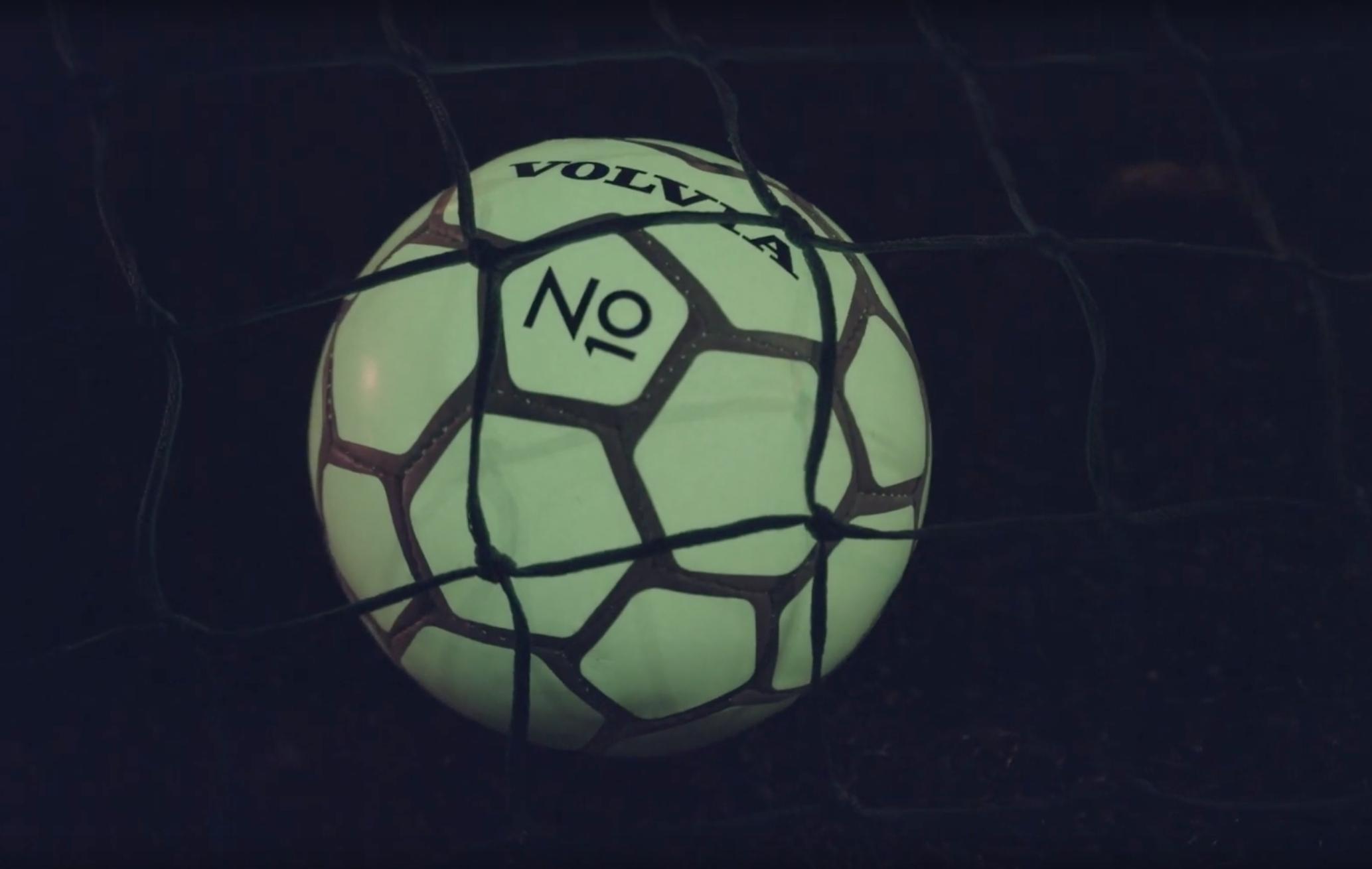 Nyheter - Ett självlysande initiativ för att utveckla svensk fotboll och säkerheten i trafiken på samma gång. Se filmen