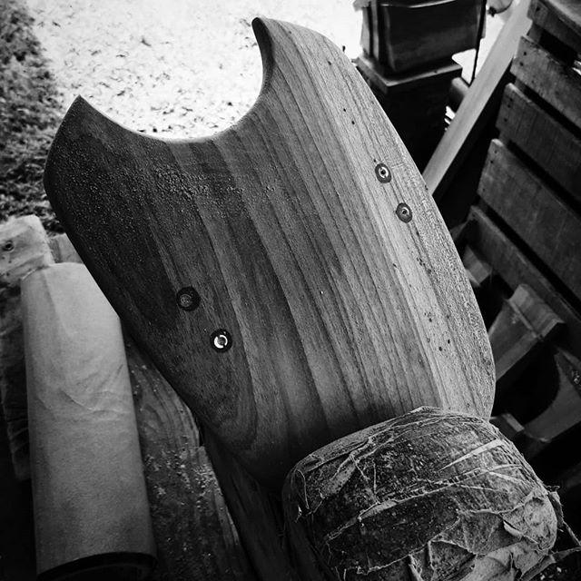 🏴☠️ Salut à tous. Une petite variante du modèle Plankenn, pour gagner encore en confort de nage, un arrière en demi-lune. A découvrir chez @moreandless_longboard_shop  d'ici 15 jours.🤙 🇬🇧 Hi all.  A small variant of the model Plankenn, to gain even more swimming comfort, a  half-moon tail.  To discover at @moreandless_longboard_shop within 15 days. 🤙  #bucherondelamer #handplane #handmade #handsurf #torpedopeople #womp #surflife #bodysurfing #bodysurf #surf #surfing #woodandsea #palmipede #lifesaving #biarritz #bodysurfwhithfriends #sauvetagesportif