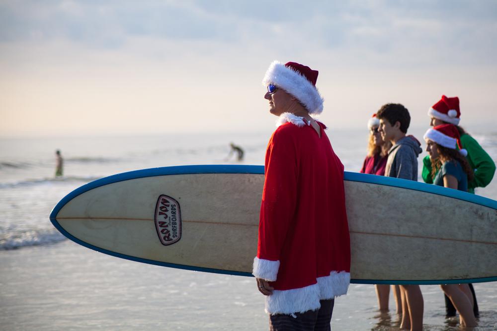 surfing-santas-02.jpg