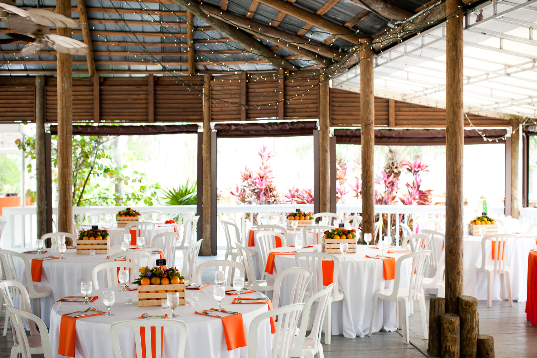 Florida orange-themed wedding at Paradise Cove, Orlando