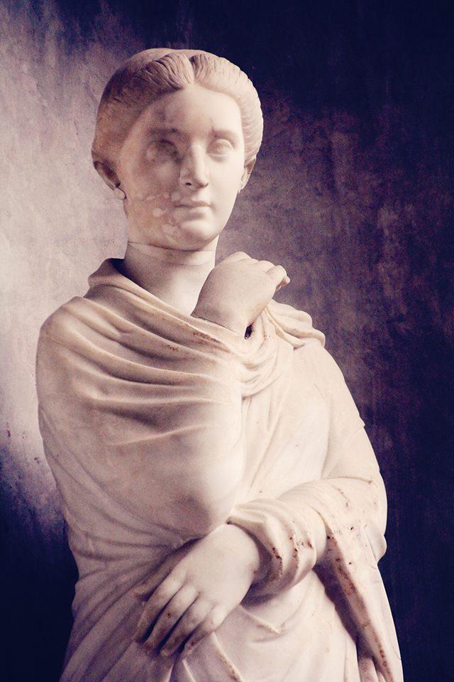 goddess still in italia -