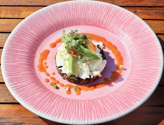 "Thinking about the weekend? Start your Sunday off the right way with this ""Smart Start"" dish. It's made with quinoa, black beans, scrambled egg whites and avocado and it's calling your name!  #FollowTheFlock #EatLocal #FortLauderdale #PelicanLanding #Intracoastal"