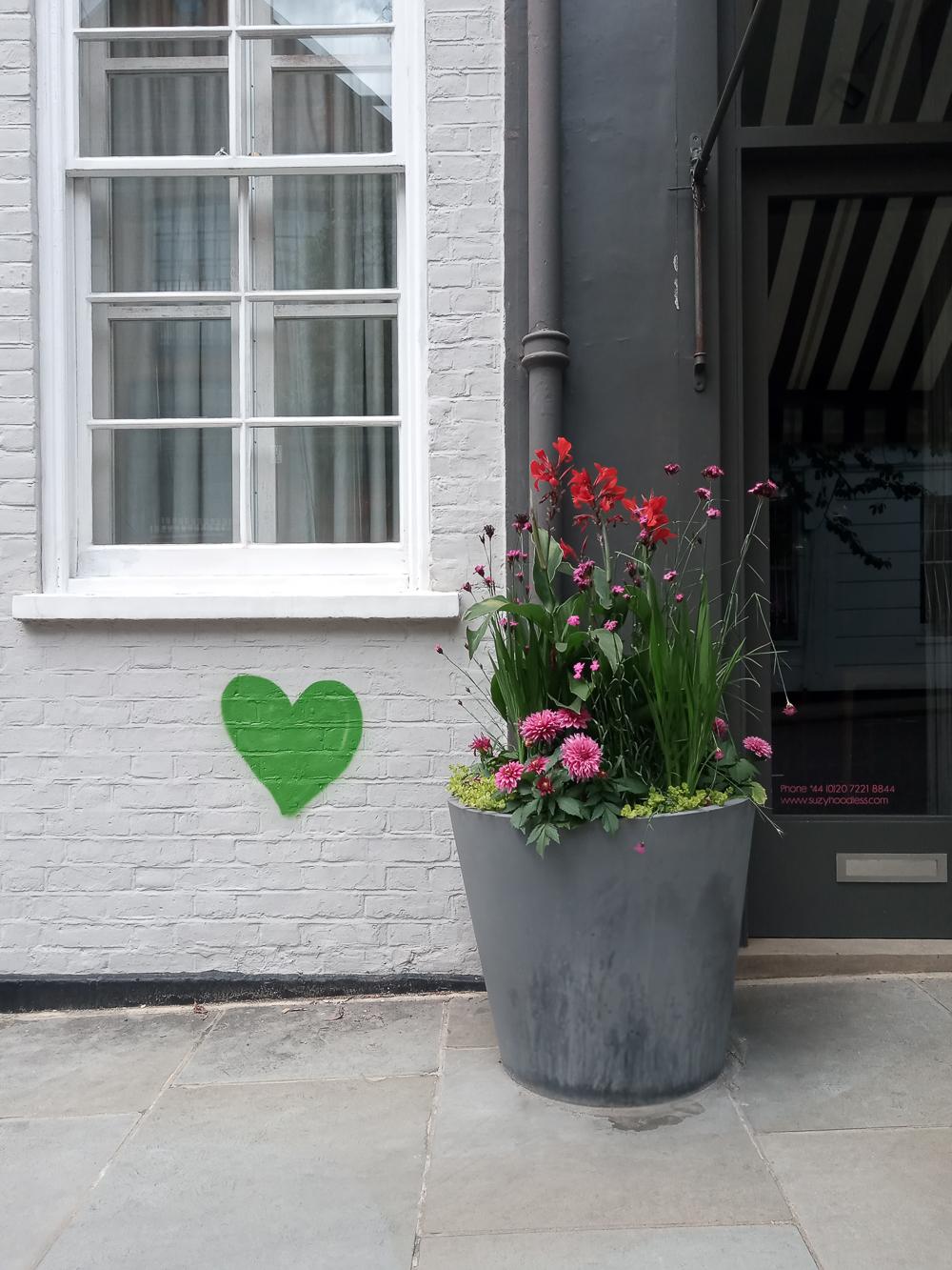 A happy spot outside    @suzyhoodless    design