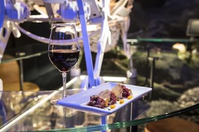OPERA SAMFAINA, Barcelona - Différents décors thématiques où vous pourrez déguster des plats classiques de la gastronomie catalane et interagir avec la scénographie. Une expérience gastronomique des plus étonnantes !