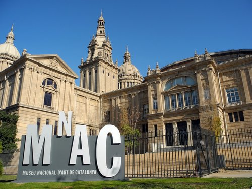 MNAC (Museo Nacional de Arte Contemporáneo), Barcelona - Located in the Palau Nacional, emblematic building of the International Exhibition created in 1929 in Barcelona, it is the headquarters of the Museu Nacional d'Art de Catalunya. The MNAC is located on the Montjuïc mountain, a privileged environment from which one can enjoy a magnificent and unique view of the city of Barcelona. The rich permanent collection of the museum is completed by a calendar of temporary exhibitions of high cultural level. Price per person: 12 €. (Anglais à vérifier)