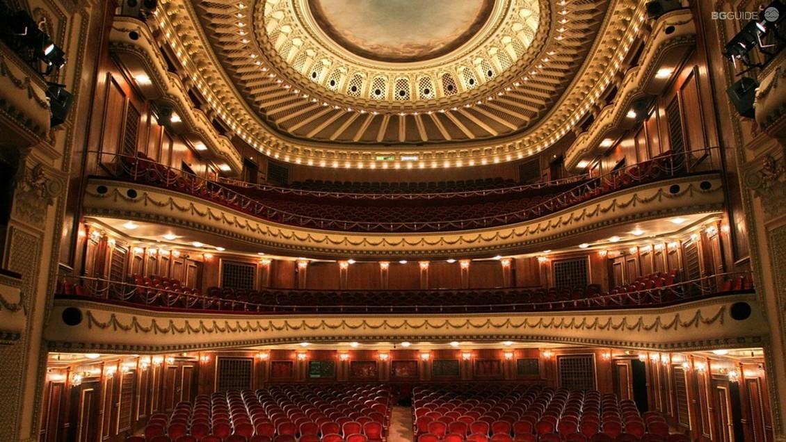Opéra National de Sofia, Bulgarie - Proposant un calendrier très complet d'opéras, de ballets et de concerts, la scène de l'Opéra National de Sofia est la plus prestigieuse de Bulgarie. Elle est souvent, pour les artistes bulgares, le tremplin pour ensuite partir travailler à l'étranger.