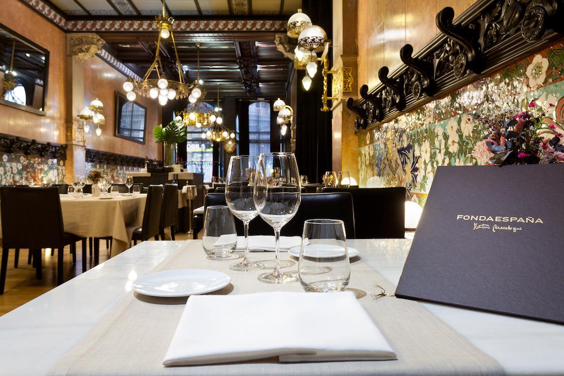 FONDA ESPAÑA, Barcelona - En se basant sur une cuisine espagnole, sans craindre de s'éloigner de la Méditerranée, ce restaurant propose - dans un cadre moderniste à couper le souffle - des plats généreux, où rien n'est figé, pour une cuisine toujours en mouvement et innovante.