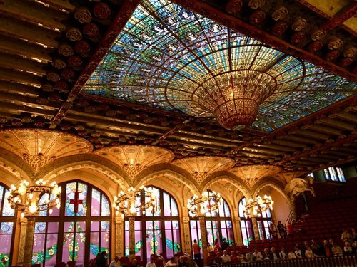 Palau de la Música, Barcelona - The Palau de la Música catalana is the only concert hall listed as World Heritage by the UNESCO. It is the work of Lluís Domènech i Montaner, one of the main representatives of Catalan modernism and it is located in San Pere district of Barcelona. Guided tours price per person: 22 €. Free for children under 10 years old.