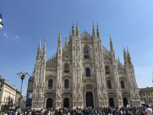 Cathédrale del Duomo, Milano - The cathedral Del Duomo is located at Piazza del Duomo in Milano. The museum's decorations, statues, tapestries, show the visitor the splendor which characterizes every moment of the construction of the Duomo.