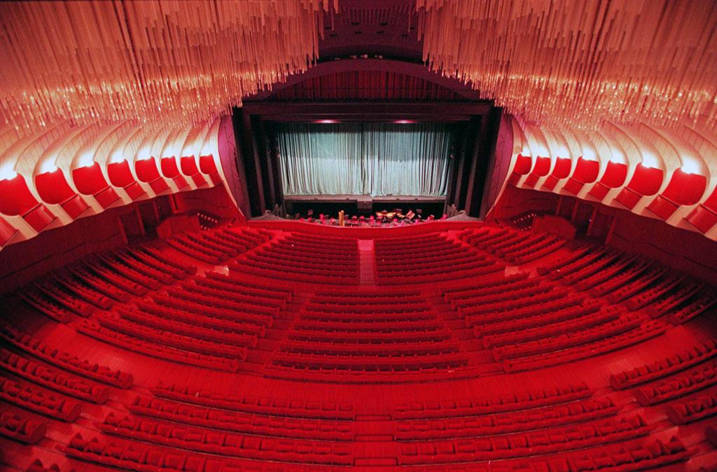 Teatro Regio di Torino, Turin - Le Teatro Regio (Théâtre royal) de Turin compte parmi les plus prestigieuses scènes d'opéra d'Italie. Il est situé sur la grande place Castello de Turin.