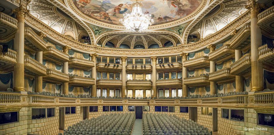Opéra National, Bordeaux - Le Grand Théâtre de Bordeaux, commandé par le maréchal de Richelieu, gouverneur de Guyenne, et édifié par l'architecte Victor Louis, a été inauguré le 7 avril 1780 avec la représentation de l'Athalie de Jean Racine.