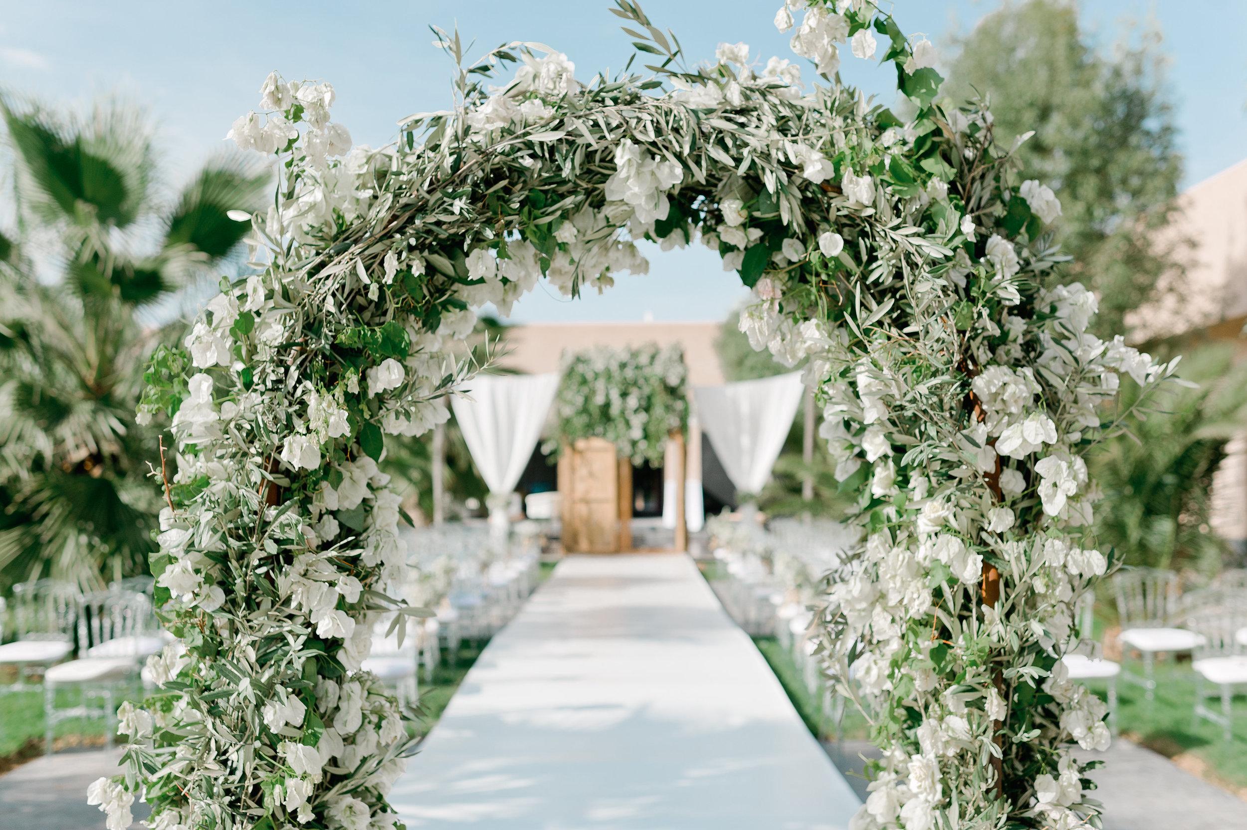 Mariage... - Nous prenons en charge toute l'organisation de votre mariage pour que vous ne profitiez que du meilleur le jour J. Lieux, traiteur, décoration, fleurs, animations, nous nous sommes entourés des meilleurs prestataires pour répondre à toutes vos désirs.