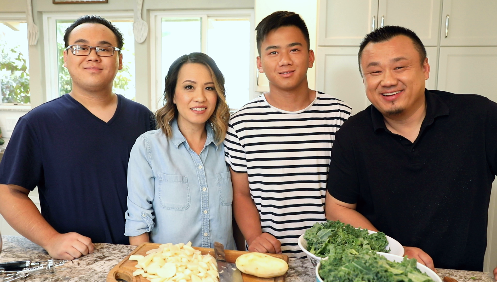Bobby_Bliatout_kitchen_fam_grp_191012-4_BY7A7487.png