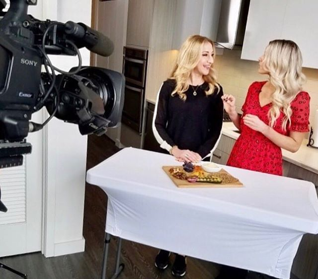 "Party 🎉 people! This one's for you. ✨Eating Healthy At Parties✨ ""Sometimes sticking to your healthy diet can seem tough when you're out socializing at a party.  But don't get discouraged! @janemonzures is meeting up with registered dietitian and nutritionist Jessica Dogert to find out how to keep it healthy when snacking at a party."" Click the link in my bio to watch the @livinghealthytv WGN TV segment.  What are your favorite ways to eat healthy at a party? Comment below because I'd love to know! 💓  #lights #camera #action #healthy #party #tips #vegan #nutrition #paleo #keto #fun #dance"