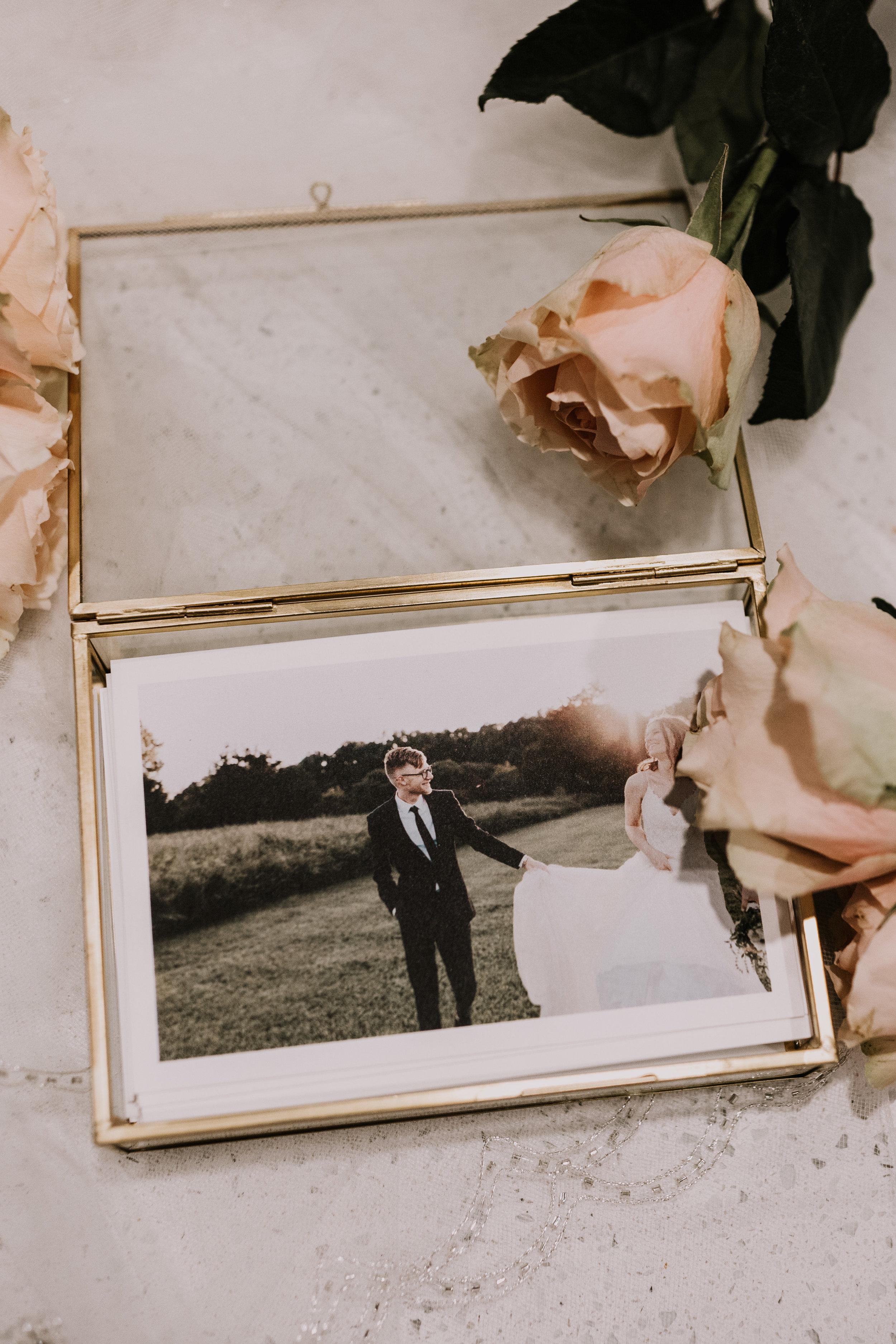glass-photo-box-wedding-photographer