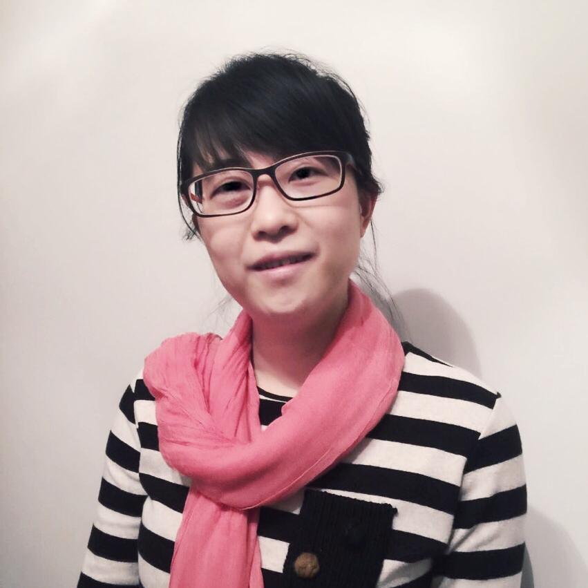 Peng Yuanyuan - Maahantuonnin asiantuntijaPeng on opiskellut kauppatieteitäSaksassa ja valmistui maisteriksi 1999. Hän puhuu sujuvasti, äidinkielensä kiinan lisäksi,englantia ja saksaa. Hänellä on kolmen vuoden kokemus vientikaupasta Saksasta Kiinaan Volkswagenilla. Hän on myös konsultoinut kiinalaisia aloittamaan liiketoiminnan Saksassa.Hän palasi Kiinaan vuonna 2008 ja toimi kiinalaisen moottoreita valmistavan yrityksen palveluksessa. Yritys on osa vaikutusvaltaista yritysryhmää, joka toimii suoraan Kiinan keskushallinnon alaisuudessa. Tässä yritysryhmässä Peng osallistui suurien infrahankkeiden valmisteluun ja vastasi laitteiden maahantuonnista EUsta Kiinaan kolmen vuoden ajan. Tämän jälkeen hän toimi yhtiön johdon assistenttina neljän vuoden ajan. Tänä aikana hän oppi paljon yrityksen johtamisesta, strategiaytyöstä ja viestinnästä. Hän on työskennellyt nykyisessä tehtävässään vuodesta 2014 ja on pääosin vastuussa tuotteiden maahantuonnista Kiinaan sekä toimii asiantuntijana konsultointitoimeksiannoissa.