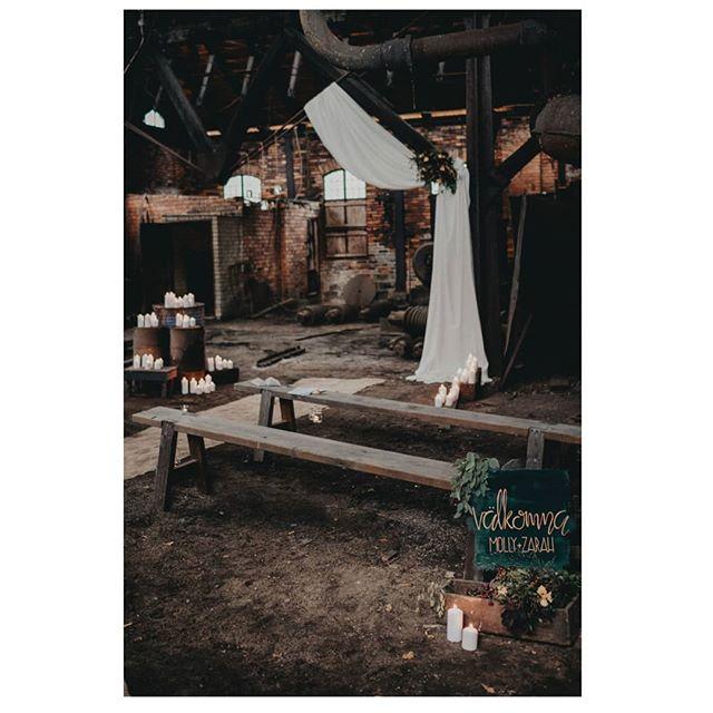 God morgon, bjuder på höstig inspiration från ett lyckat teamwork!  #weddingvenue #wedding #bröllopsdetaljer #bröllop #bröllopsinspiration ________________________________ Team behind the shoot:  Planning and styling: @hannabogsjoevents  Photography and film: @hasselstroms & @_snowflakephoto_  Venue: @schenstromska  Hair: @blommeanna  Makeup: @mirjamiramakeup  Florist: @melody_flowers  Designer Bridal wear: @z.a.ta & @ellenmariebridal  Jewellery designer: @annadeia  Stationary: @acoupleofthingswedo  Dinnerware rentals: @unika_bord Catering: @veggokoket