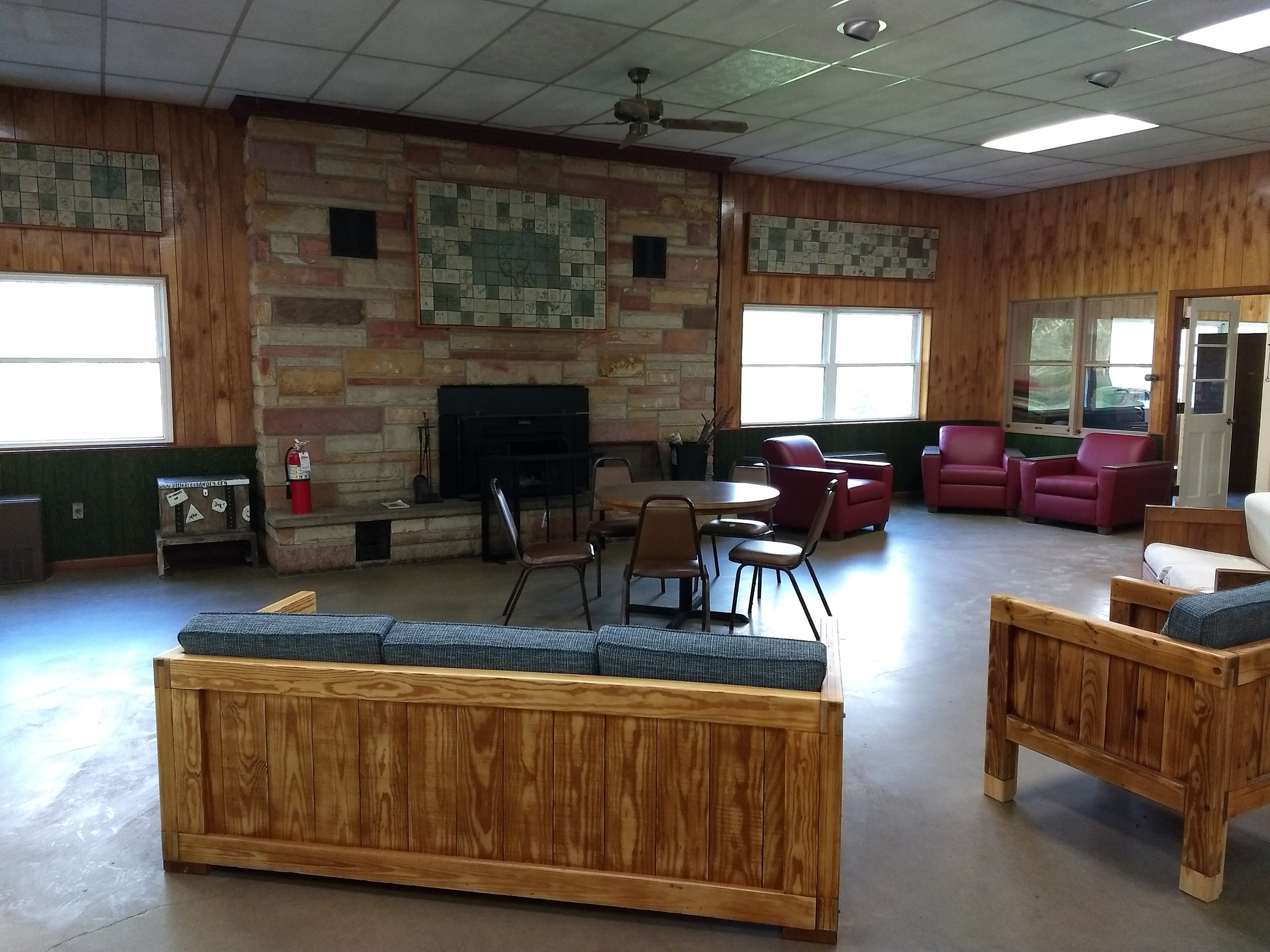 Skipper Hall Dining & Sitting Area