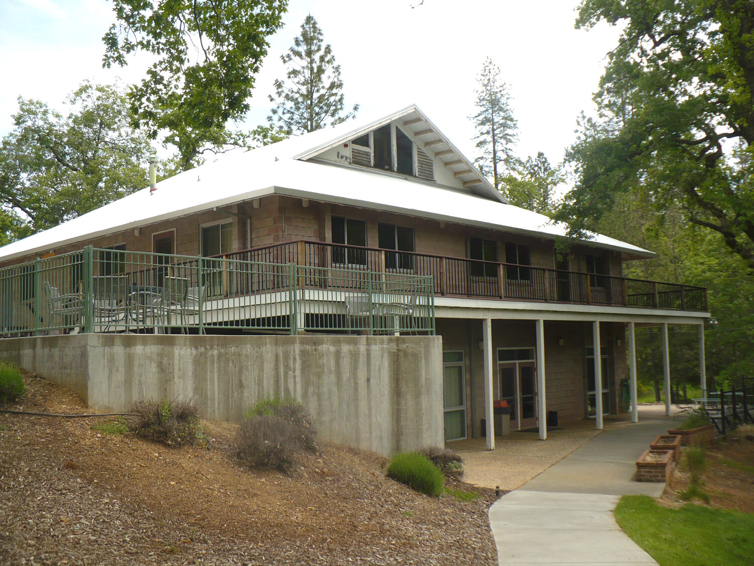 Redwood Lodge