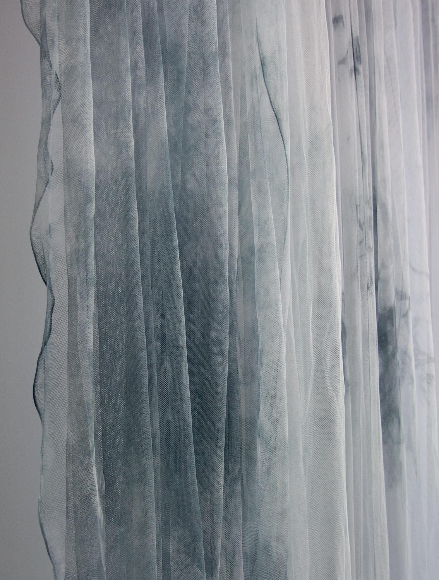 LOVLI-modern-backdrops-tulle-blue-Nadia-06.jpg