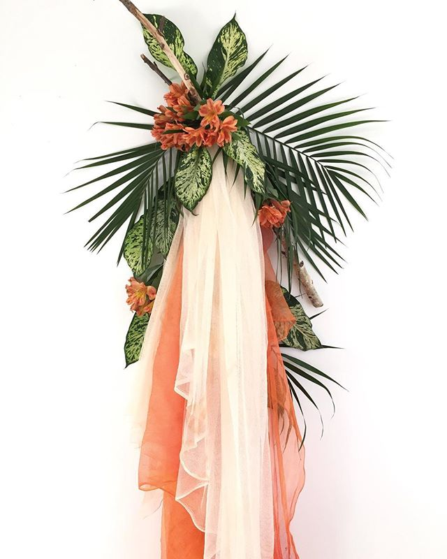 A little tropical installation to brighten this January day 🧡