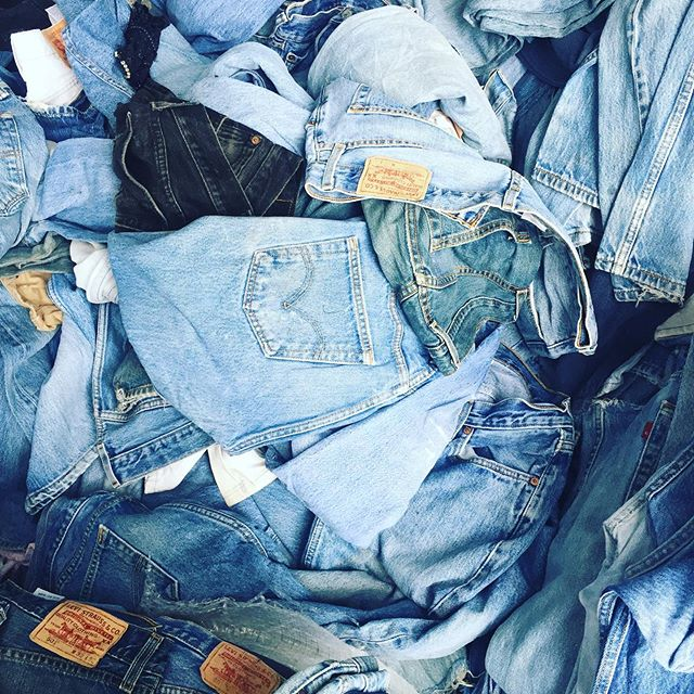 Racks at Mintage Mall are stuffed full of #levis shorts and jeans! Come on by to take a look. Lots of black too!