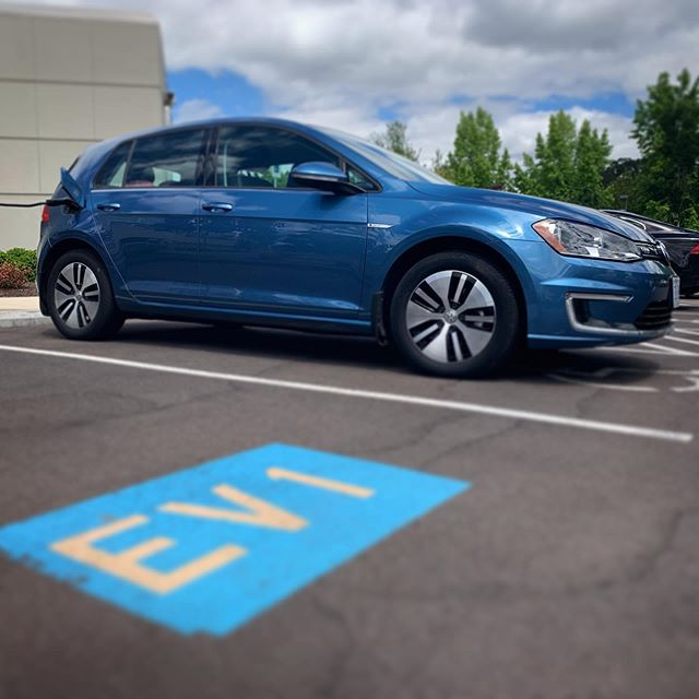 Check out that electric blue. 😍  #electricvehicle #egolf #ev #goelectricor #electriccar #zeroemissions #plugin #chargeupandgo #oregon #oregonenergy