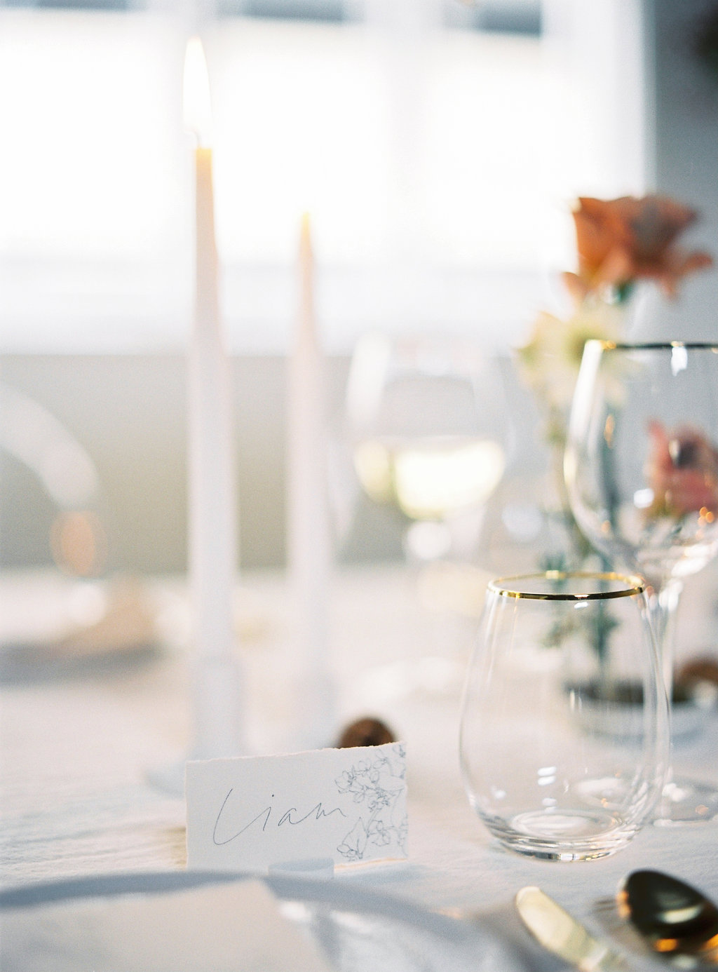 Aravella Event Design | Modern Minimalist Bridal Inspiration | Photo by Katie Grant Photography | Place Setting