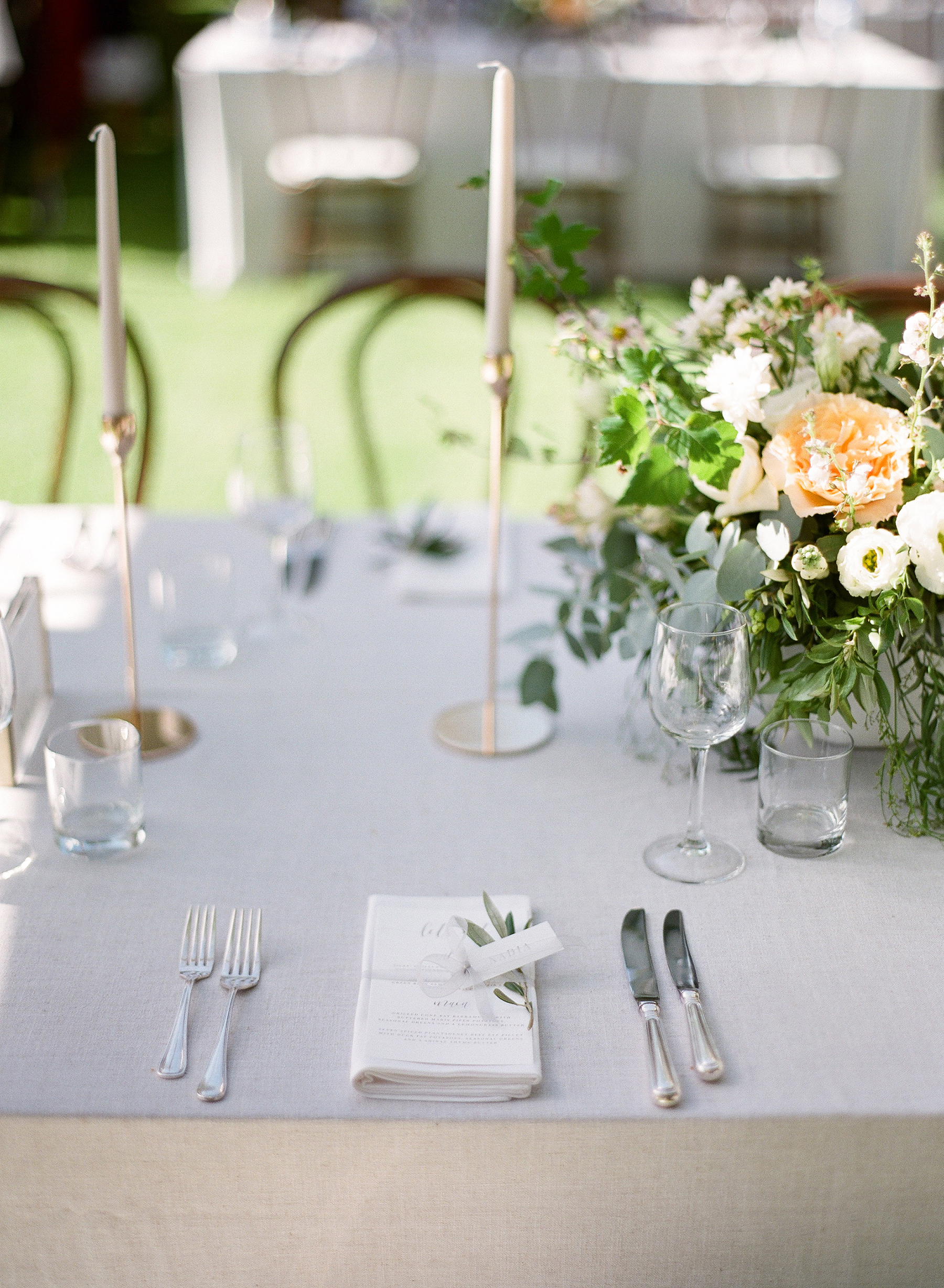 Aravella Event Design | Tree Elle Retreat Wedding | Photo by Jemma Keech Photography | Tablescape | Soft Peach Florals