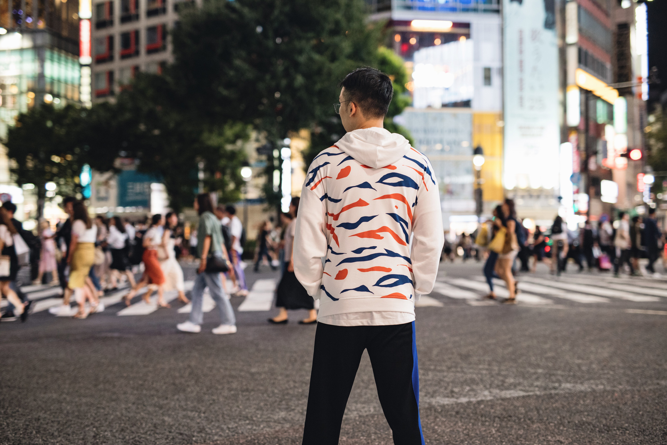 https_%2F%2Fhypebeast.com%2Fimage%2F2018%2F07%2Fkenzo-tiger-beer-rare-stripes-launch-1.jpg