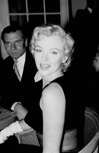 Entertainment - Marilyn Monroe - Savoy Hotel, LondonVintage cookbooks Marilyn Monroe vintage photosVintage cookbooks Marilyn Monroe vintage photos